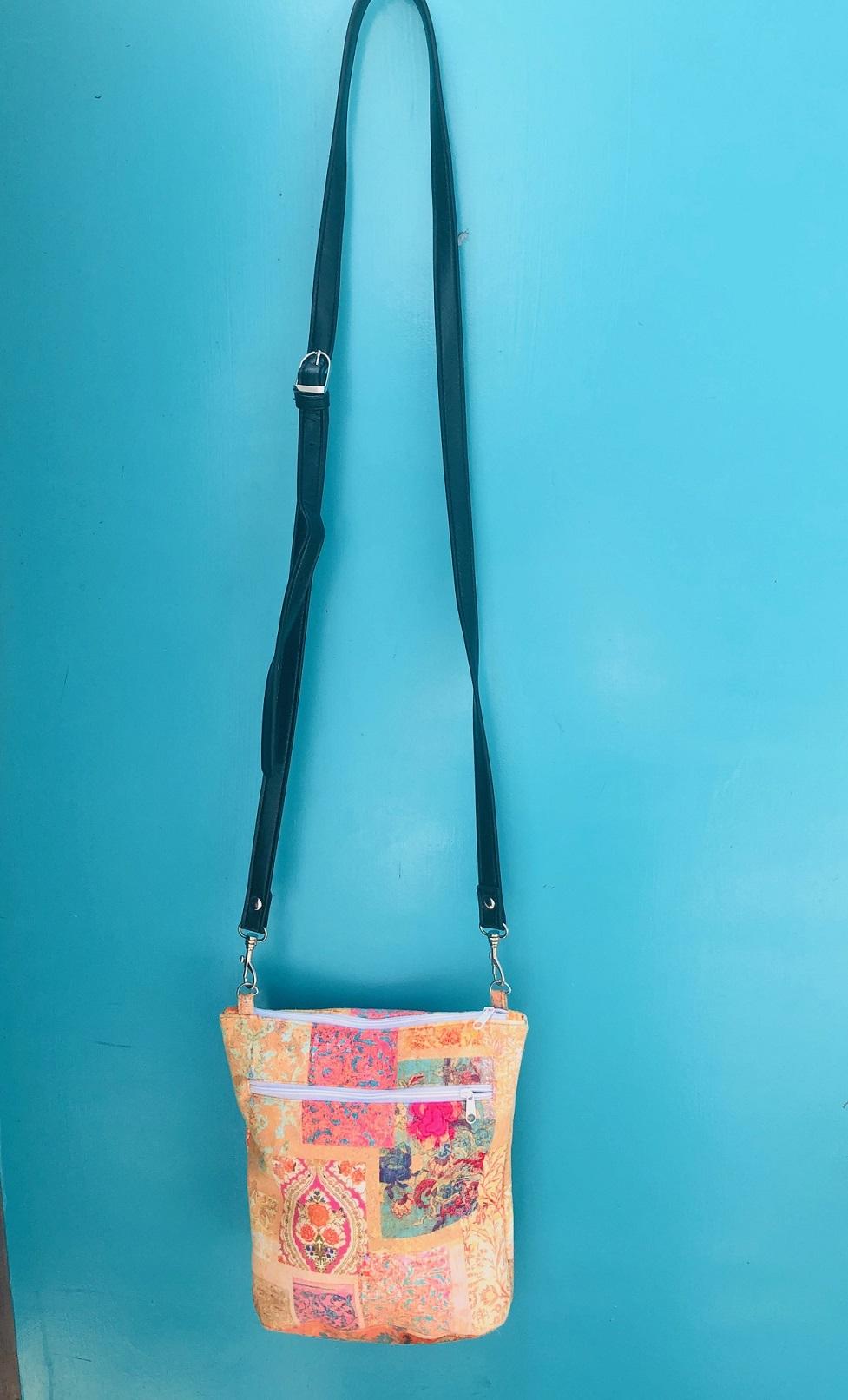 Velvet Shoulder Bag in Venezia Gold